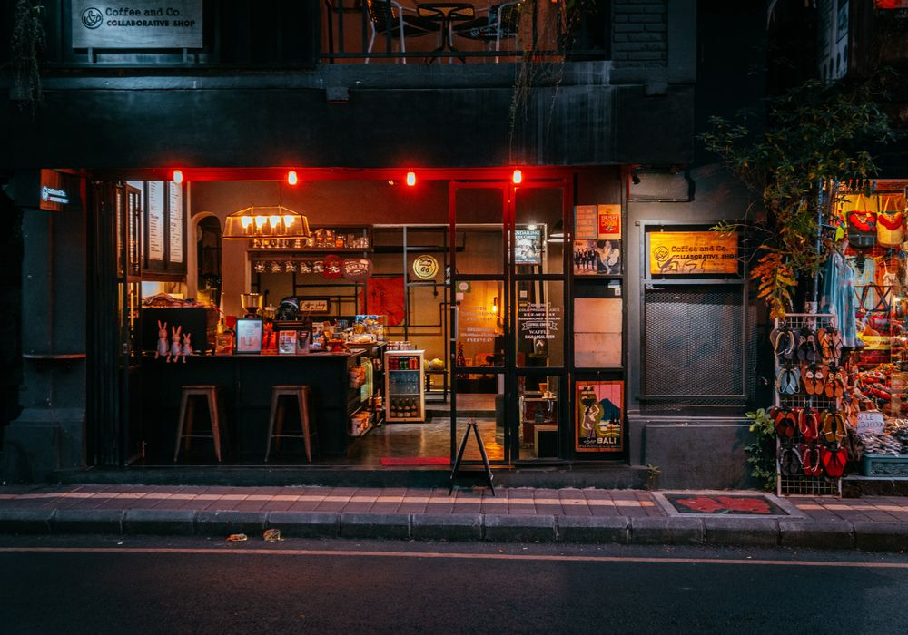 Coffee shop in Ubud by night